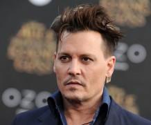 Джонни Депп похвастался новой стрижкой на премьере «Алисы в Зазеркалье»