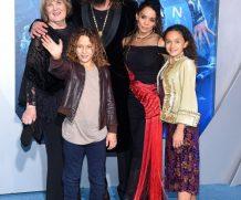 Джейсон Момоа с семьей на премьере «Аквамена» в Лос-Анджелесе: ритуальные танцы и сломанный трезубец